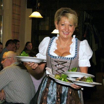 Servicekraft im Restaurant